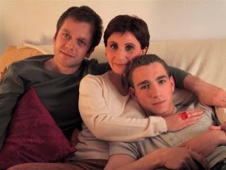 Scène du film avec Laurent (Jonathan Zacaï), Caroline (Ariane Ascaride) & Etienne (Jimmy Tavares)